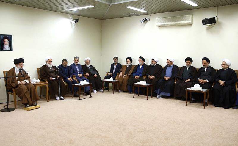 لقاء القائمين على أعمال مؤتمر تكريم آية الله السيد مصطفى الخميني بالإمام الخامنئي