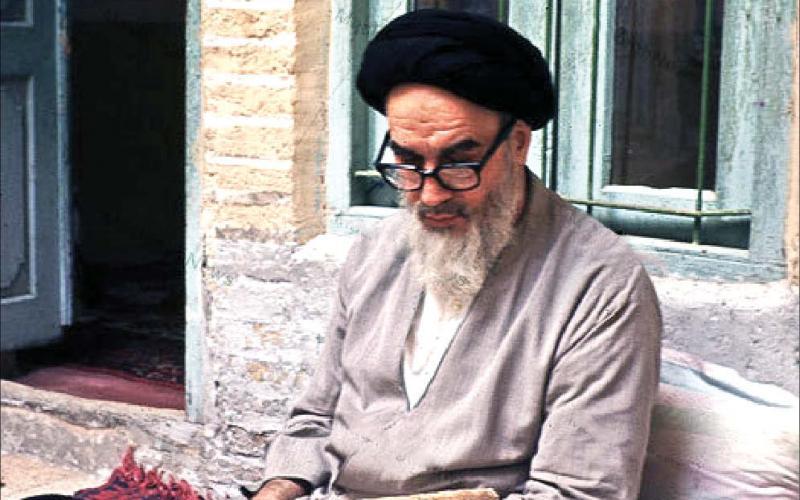 رواية الإمام الخامنئي حول إبداع الإمام الخميني إصدار نداء للحجاج قبل أعوام من انتصار الثورة