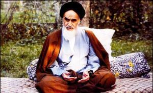 الامام الخميني كان القائد النموذج الذي یُحتَذی به بکل معني الکلمة