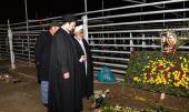 السید حسن الخمینی یزور مراقد الشهداء الاطفائیین