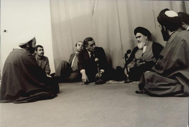 ماذا دار في اللقاء بين الإمام الخميني و حسنين هيكل؟