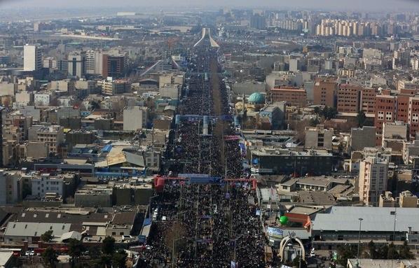 قائد الثورة:أعلنتم تمسّككم بقيم الإمام الخميني الرّاحل من خلال مشاركتكم الغفيرة في مسيرات 11 شباط