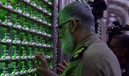 قادة القوات المسلحة يجددون العهد مع مبادئ الامام الخميني قدس سره الشريف