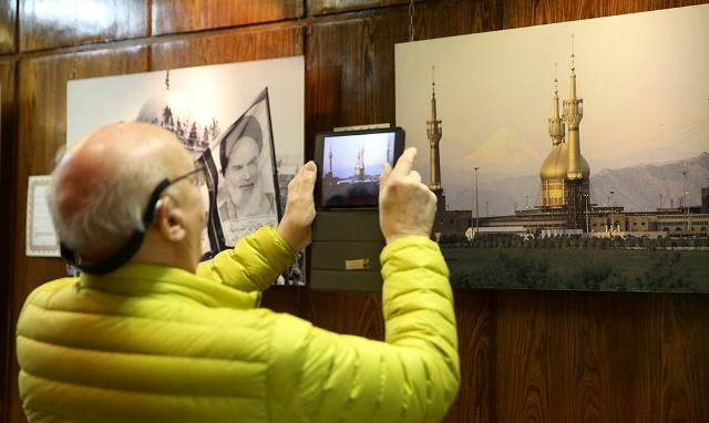 السياح الامريكيون يزورون جماران
