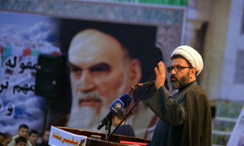 الثورة الاسلامية انتصرت بقيادة الامام الخميني (رض) وبشعار الاستقلال والحرية المستلهمة من نهضة عاشوراء