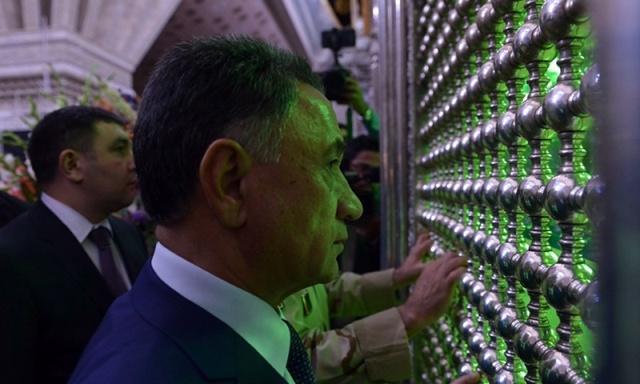 وزیر داخلیة جمهوریة آذربایجان یزور مرقد الامام الخمینی