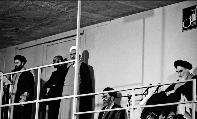تنفيذ حكم رئاسة جمهورية آية الله الخامنئي