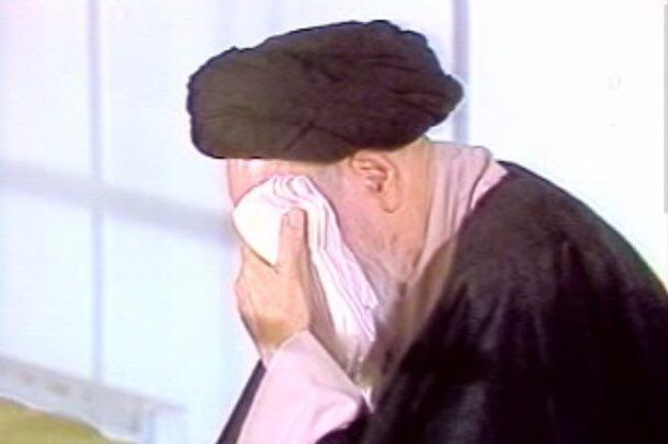كان الامام الخميني يبكي لابي عبد الله عليه السلام بصوت عال