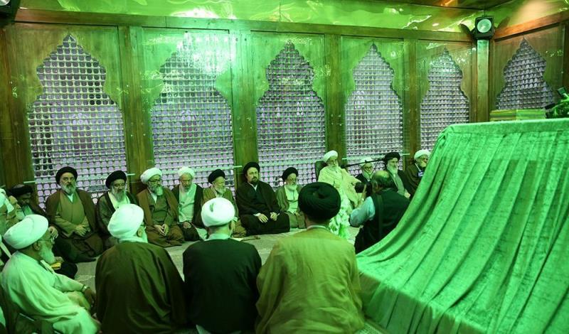 أعضاء مجلس خبراء القيادة يجددون العهد مع الإمام الخميني
