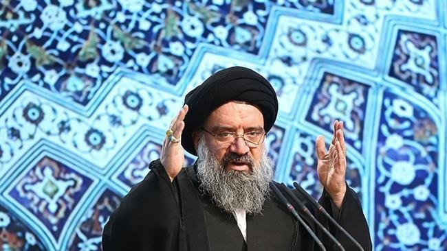 خطيب الجمعة بطهران:الامام الخميني (رض) هو هوية الثورة الاسلامية