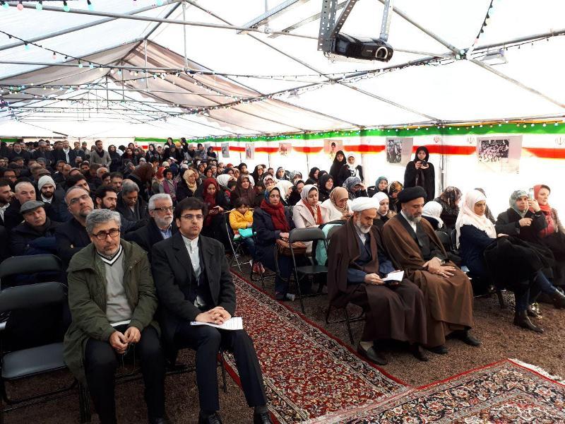 إقامة حفل حاشد في مدينة نوفل لوشاتو الفرنسية بمناسبة ذكری عودة الإمام الخميني الي إيران