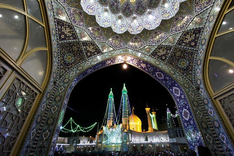قائد الثورة الإسلامية يقيم حفلاً تأبينيا في ذكرى رحيل الإمام الخميني بمرقد السيدة معصومة(س)