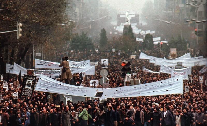 الثورة الاسلامية و التحرك في مسار تعليم وتزكية الناس