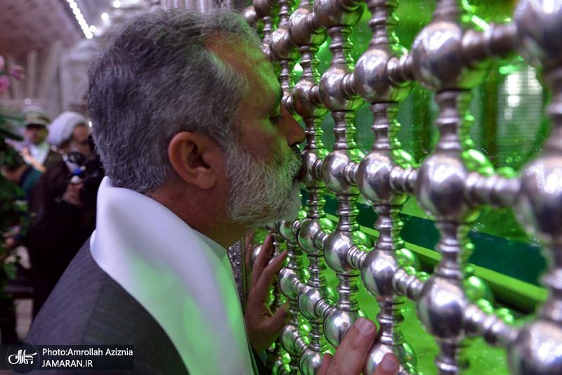 اعضاء لجنة الاحتفال بالذکری الاربعین لانتصار الثورة الاسلامیة یزورون مرقد الامام الخمینی