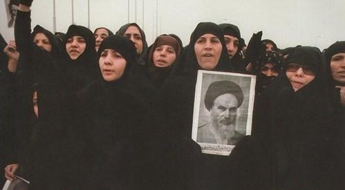 الثورة الاسلامية وعرض وتطبيق نموذج سياسة: لاشرقية – لاغربية