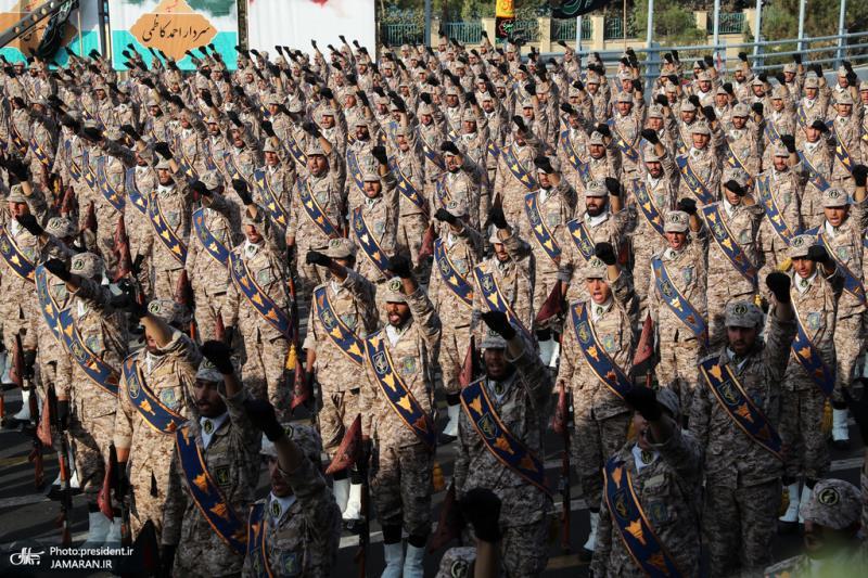 مراسم استعراض للقوات المسلحة قرب الحرم المطهر للامام الخميني (قدس سره)