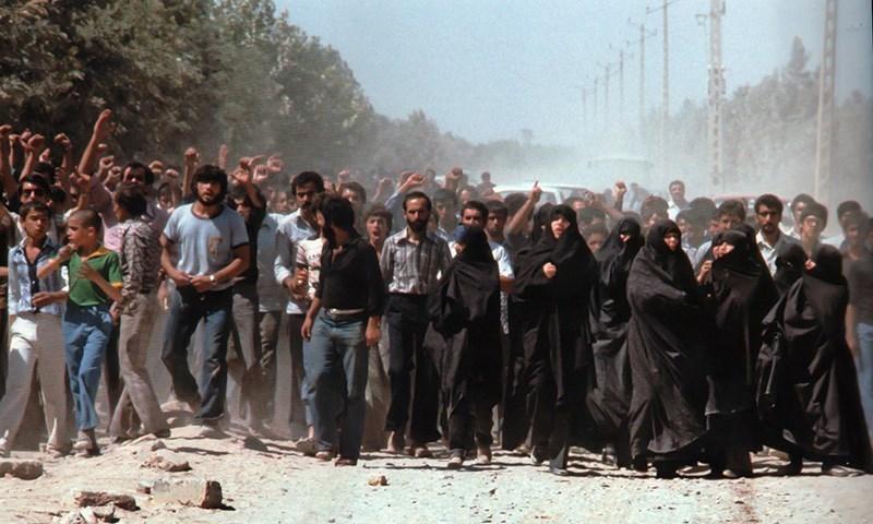 الشعب الايراني في ظلال الثورة الاسلامية وانهى عصر الظلام