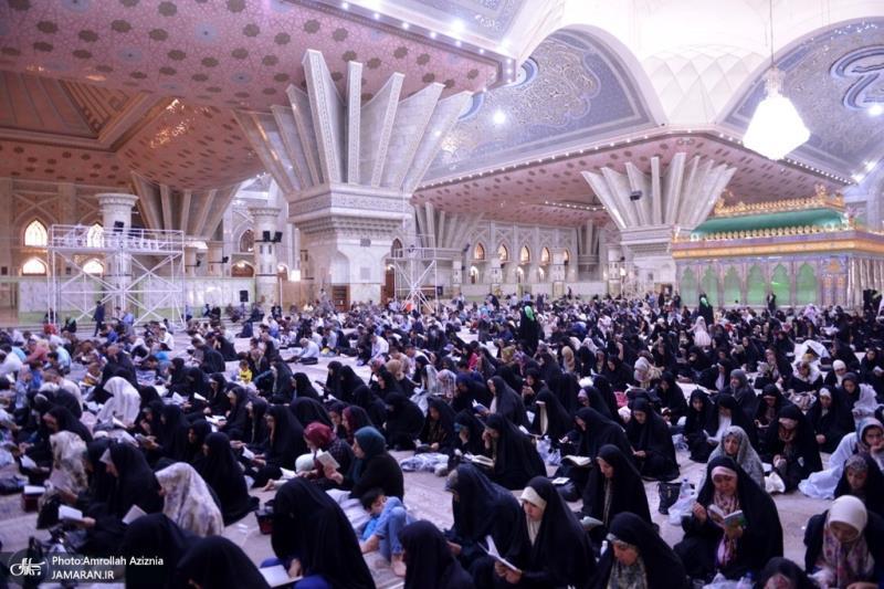احياء مراسم دعاء عرفة في الحرم المطهر للامام الخميني (قدس سره)