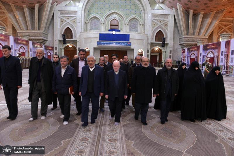 اعضاء حزب الموْتلفة الاسلامی یزورون مرقد الامام الخمینی
