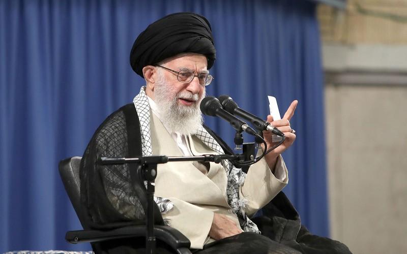 الشعب الإيراني لا يتراجع عن أهدافه و سيواصل السير على مسار الثورة و الإمام الخميني