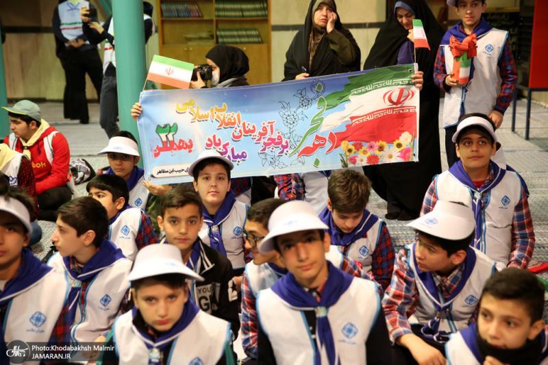 مراسم قرع جرس الثورة بحضور التلاميذ في حسينية جماران