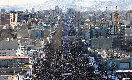 ايران: مسيرات جماهيرية مليونية بإنتصار الثورة الاسلامية