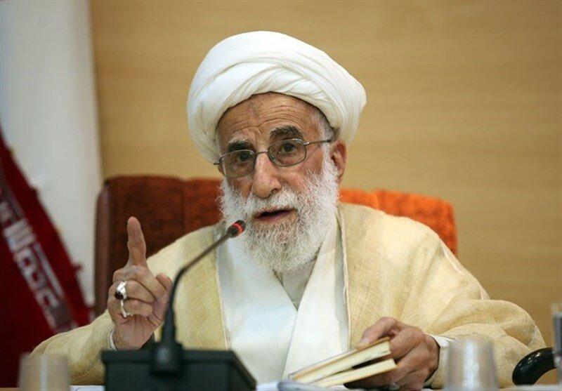 تم قطع يد الاستكبار عن ايران بفضل إجراءات الإمام الخميني وقائد الثورة