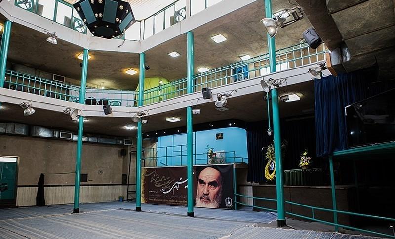 نعي السيد المرحوم السيد كوثري لاستشهاد الإمام الحسين(ع) وبكاء الإمام الخميني في حسينية جماران