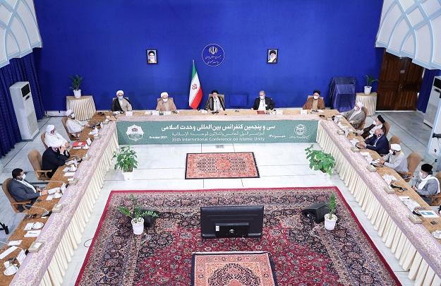 التقريب بين المذاهب الذي أكد عليه الإمام الخميني والإمام الخامنئي هو خطوة استراتيجية في العالم الإسلامي
