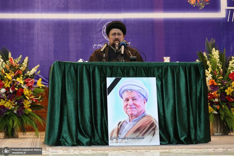اقامة مراسم الذكرى السنوية الرابعة، لرحيل اية الله هاشمي رفسنجاني (ره) في الحرم المطهر للامام