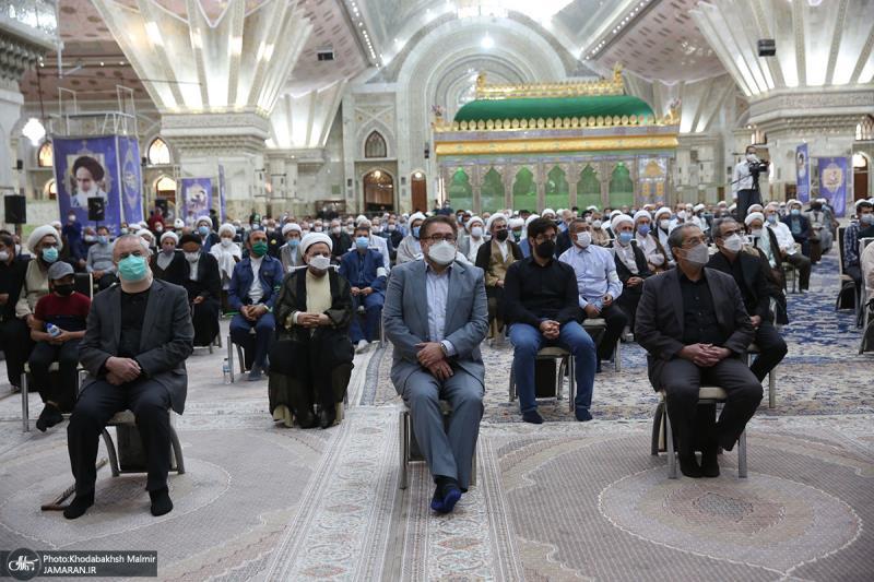 اقامة مراسيم تكريم حجة الاسلام والمسلمين محتشمي بور (رحمه الله تعالى)، في الحرم المطهر للامام الخميني (قدس سره)
