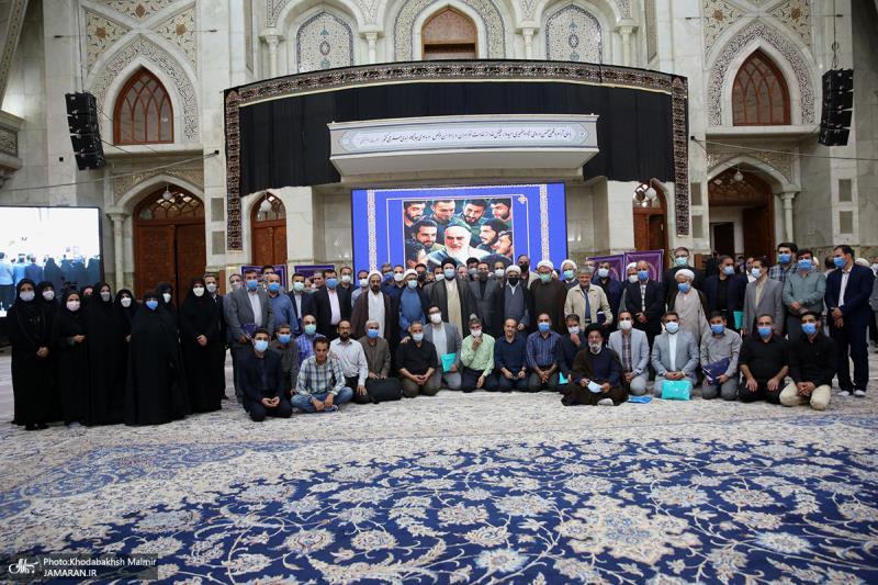 لقاء رئيس مؤسسة تنظيم ونشر تراث الامام الخميني (قدس سره) بالوكالة، والعاملين فيها، مع السيد حسن الخميني.