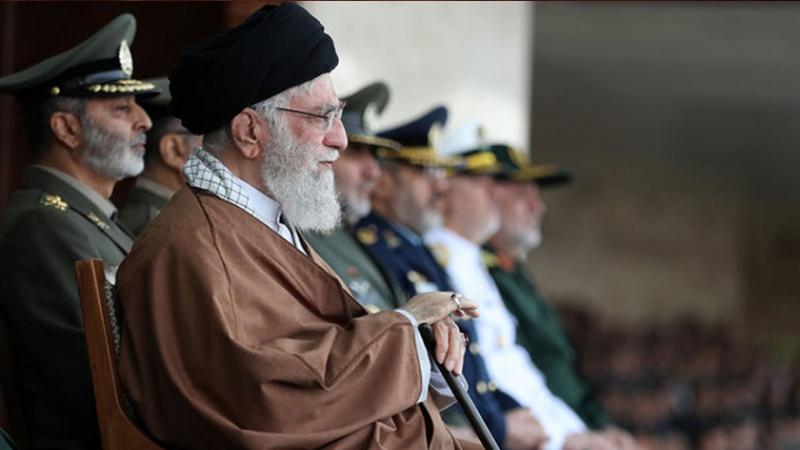 قائد الثورة مخاطبا الجيش : ارتقوا باستعداداتكم الى الحد الذي يسد حاجة البلاد