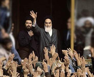 الفرق بین الثورة الايرانية والثورات العالمية