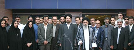 Hojatuleslam Sayyid Hassan Khomeini attended the office of Imam Khomeini Portal