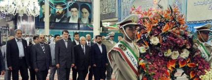 Imam Khomeini's thought relieves humanity from crisis