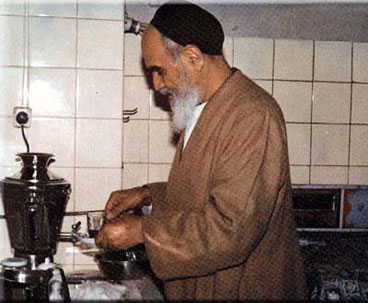 Imam Khomeini Set Patterns of Simple Lifestyle