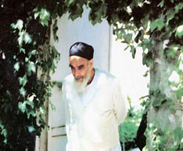 Imam Khomeini Stayed Away from Luxury Lifestyle