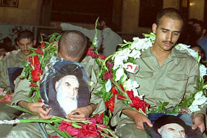 Imam Khomeini hailed sacrifices by prisoners of war