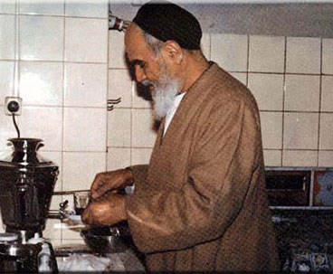 Imam Khomeini simple life style attracted millions