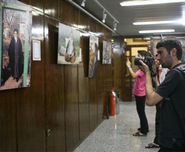 Taj Mahal donates award to Imam Khomeini art gallery