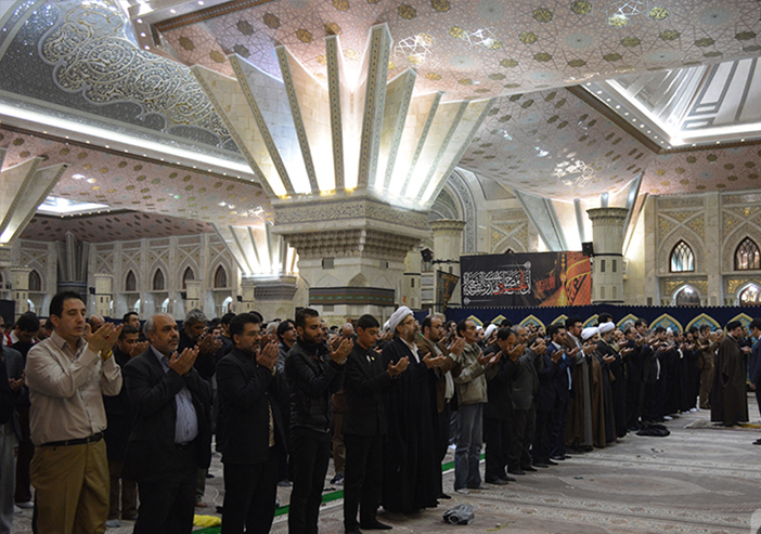 Hassan Khomeini leads prayers at Imam Shrine