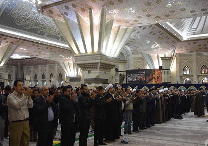Hassan Khomeini leads prayers at Imam Shrine