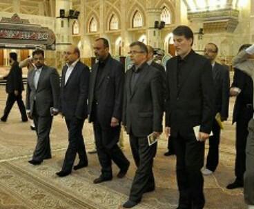 Najaf governor pays homage to Imam Khomeini
