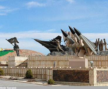 Foreign guests visit defense museum