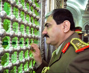 Iraqi official pays tribute to Imam Khomeini