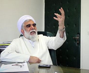 Imam Khomeini`s practical conduct confronts extremism
