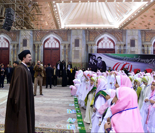 Iranian female students pledge to perform religious, social duties at Imam Khomeini holy shrine