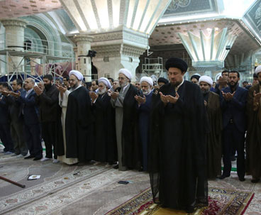 Public figures meet Hassan Khomeini at Imam's shrine