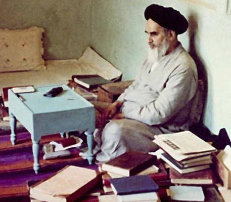 Institute launches mobile version of Imam Khomeini's works